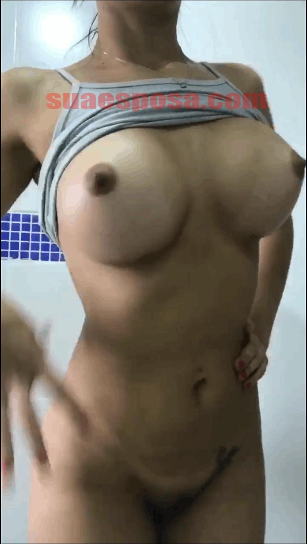 Branquinha-peituda-em-fotos-peladas-1